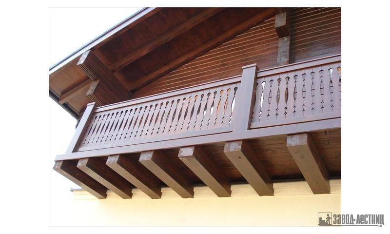 Балконное уличное ограждение из сосны.